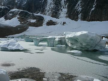 Eisformationen Gletschersee Mount Edith Cavell